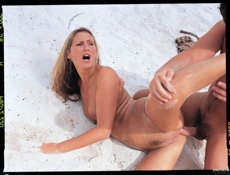 Девки устроили групповой секс и трахаются в свои горячие попочки порно фото анал