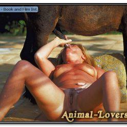 Пони ебет на фото зоо бабу и мужика