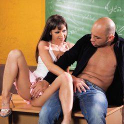 Жестокий препод выебал в жопу молоденькую студентку порно фото онлайн