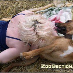 Толстая старушка засасывает собачий пенис фото зоо ххх